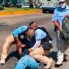 Someten de manera violenta policías de Acapulco a sujeto