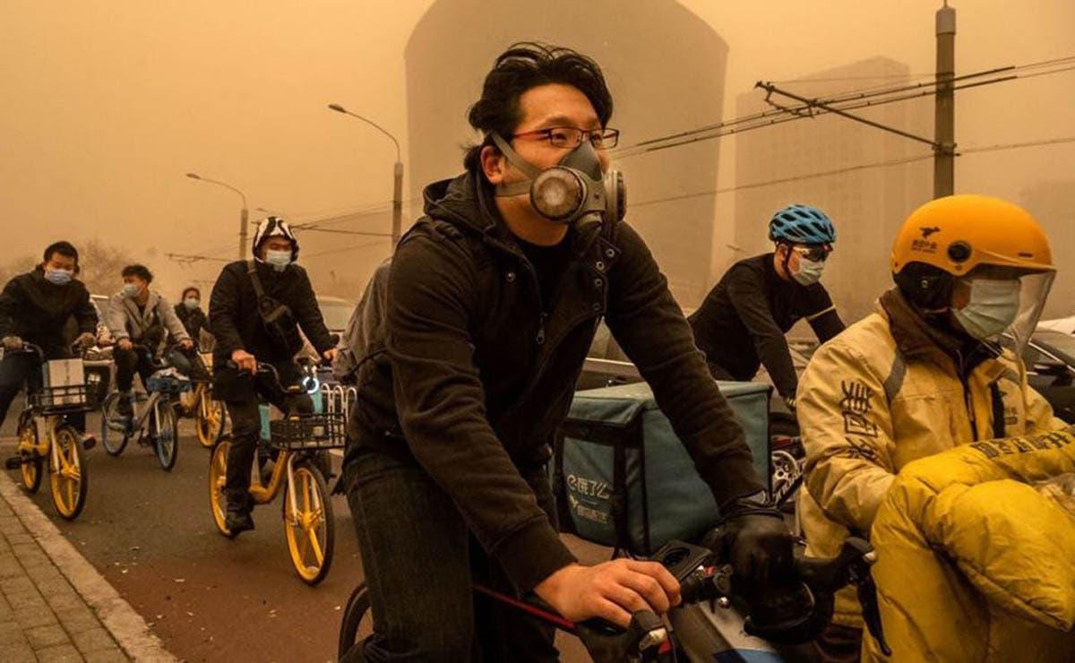 Imágenes apocalípticas han dejado la peor tormenta de arena en Beijing, autoridades pidieron a la población quedarse en casa