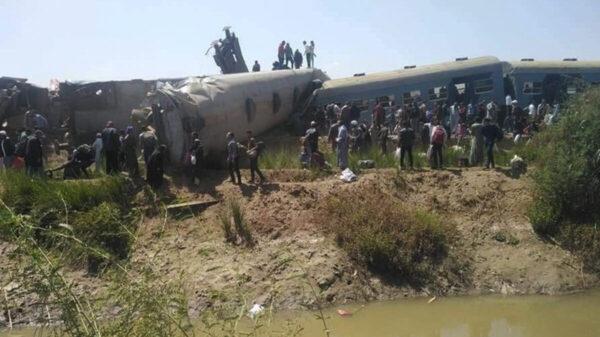 Choque de trenes deja al menos 32 muertos en Egipto