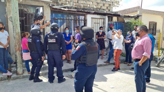 Video: En Cancún mujeres intentaban registrar a menor con documentos alterados.