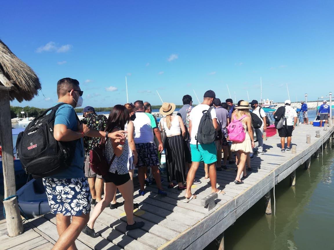 A pesar del Covid-19 repunta la actividad turística en isla Holbox.