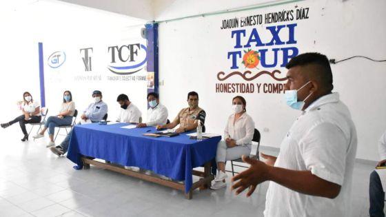 Coordinan acciones para temporada de sargazo en Costa Maya.