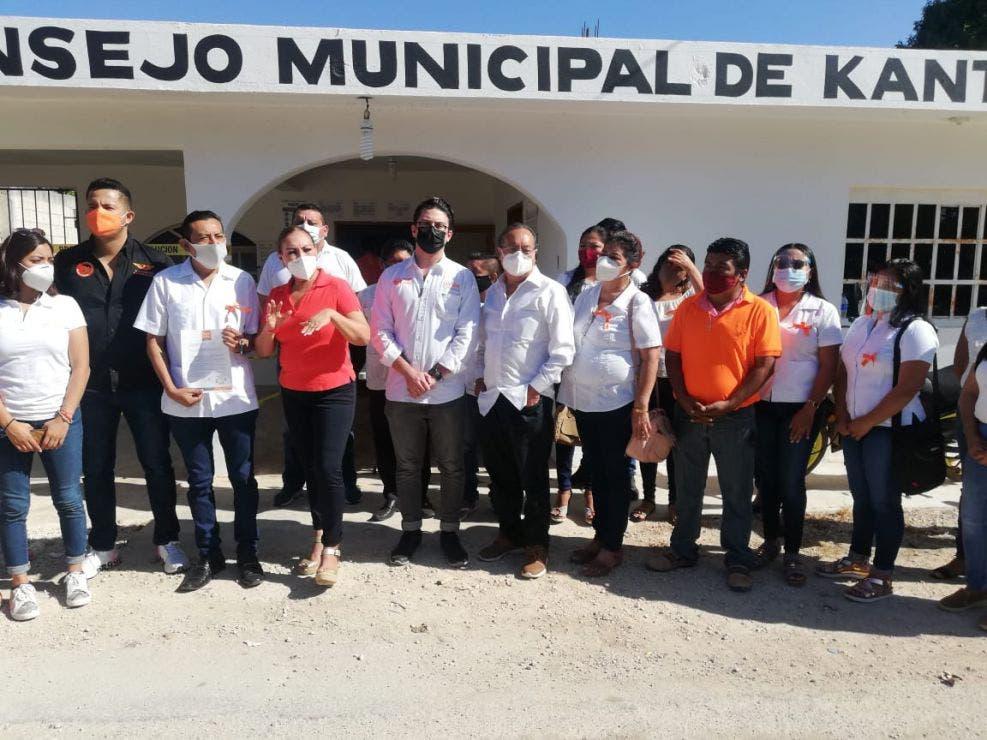 Precandidato ciudadano es respaldado por más de 20 años de trabajo en Lázaro Cárdenas.