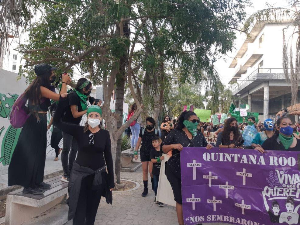 #8m21: Marchan mujeres playenses contra la violencia y feminicidios.