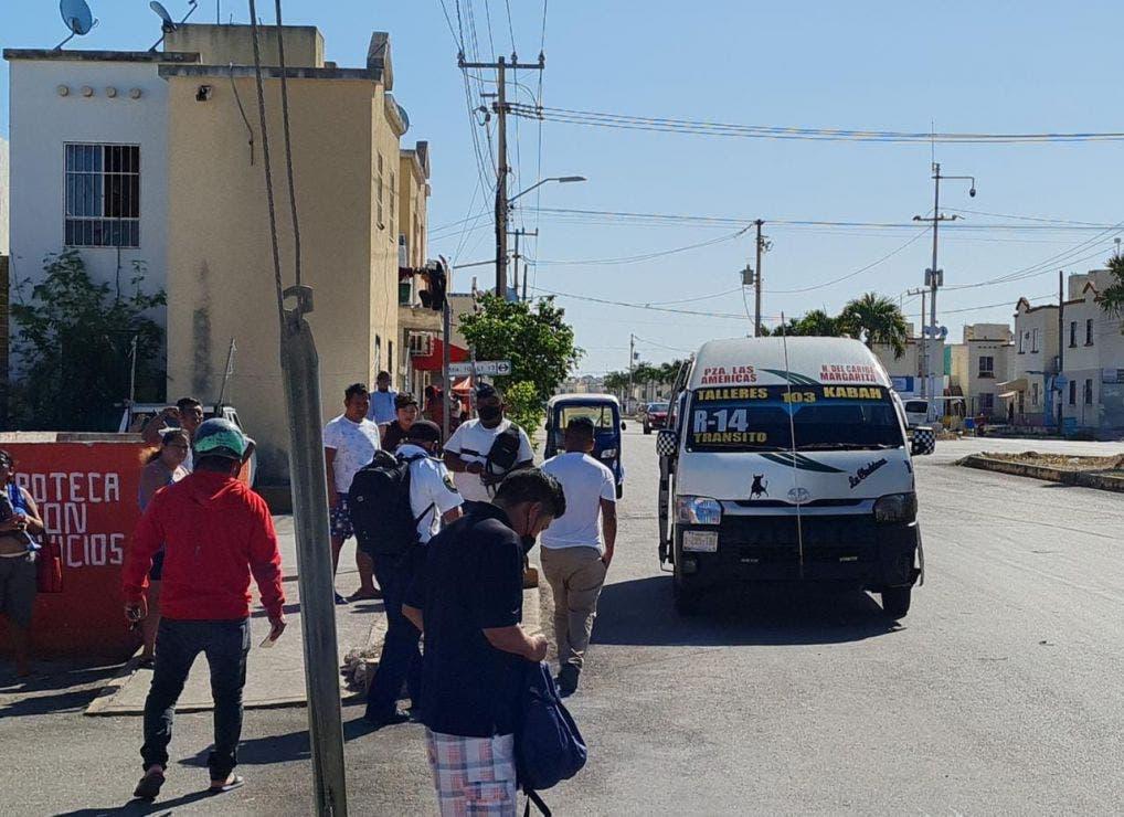 Video: Cafres de TTE impactan a motociclista en Villas Otoch Paraíso; de acuerdo con testigos, conductor de una combi echaba carreritas.
