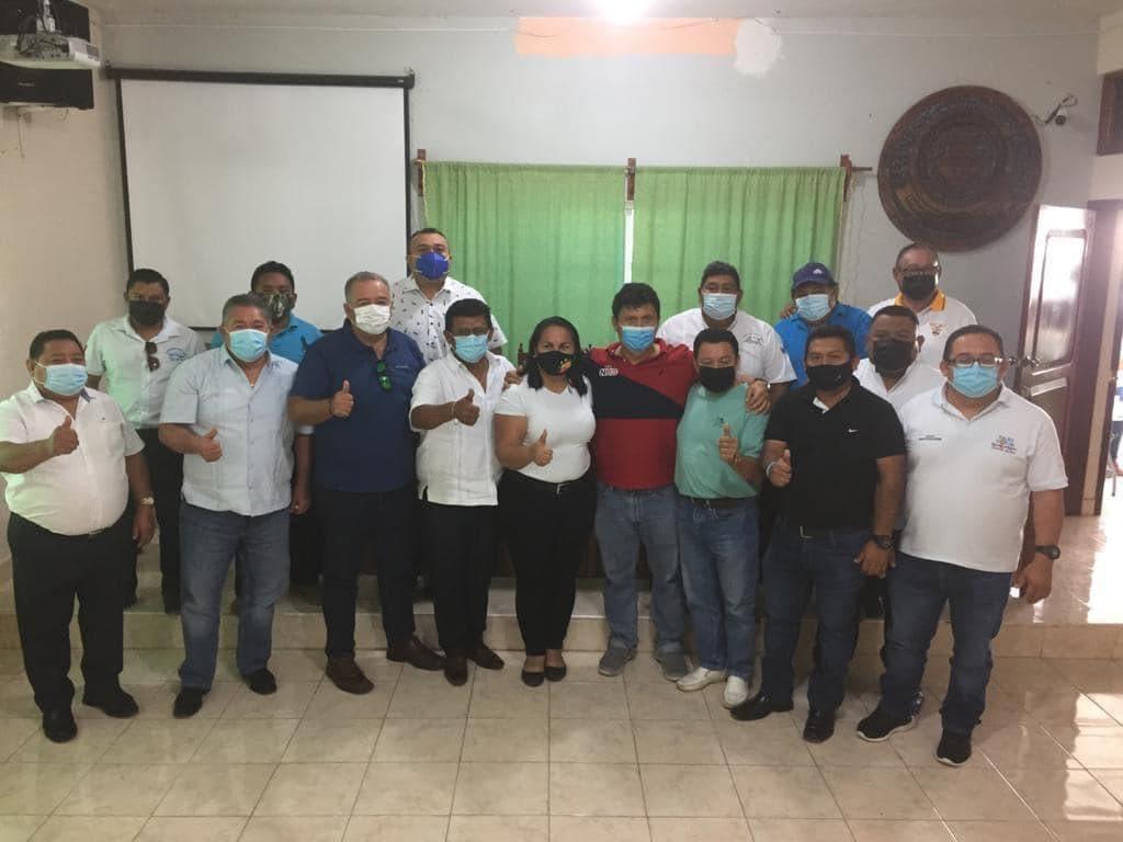Respaldan a Erasmo Abelar como líder de taxistas en Quintana Roo.