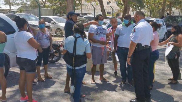 Accede Ayuntamiento a modificar proyecto de remodelación en Puerto Juárez.