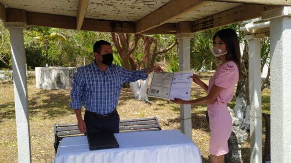 En hecho histórico en Quintana Roo entregan acta con cambio de identidad de género.