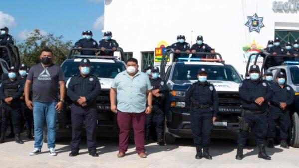 En Lázaro Cárdenas entregan patrullas a Seguridad Pública.