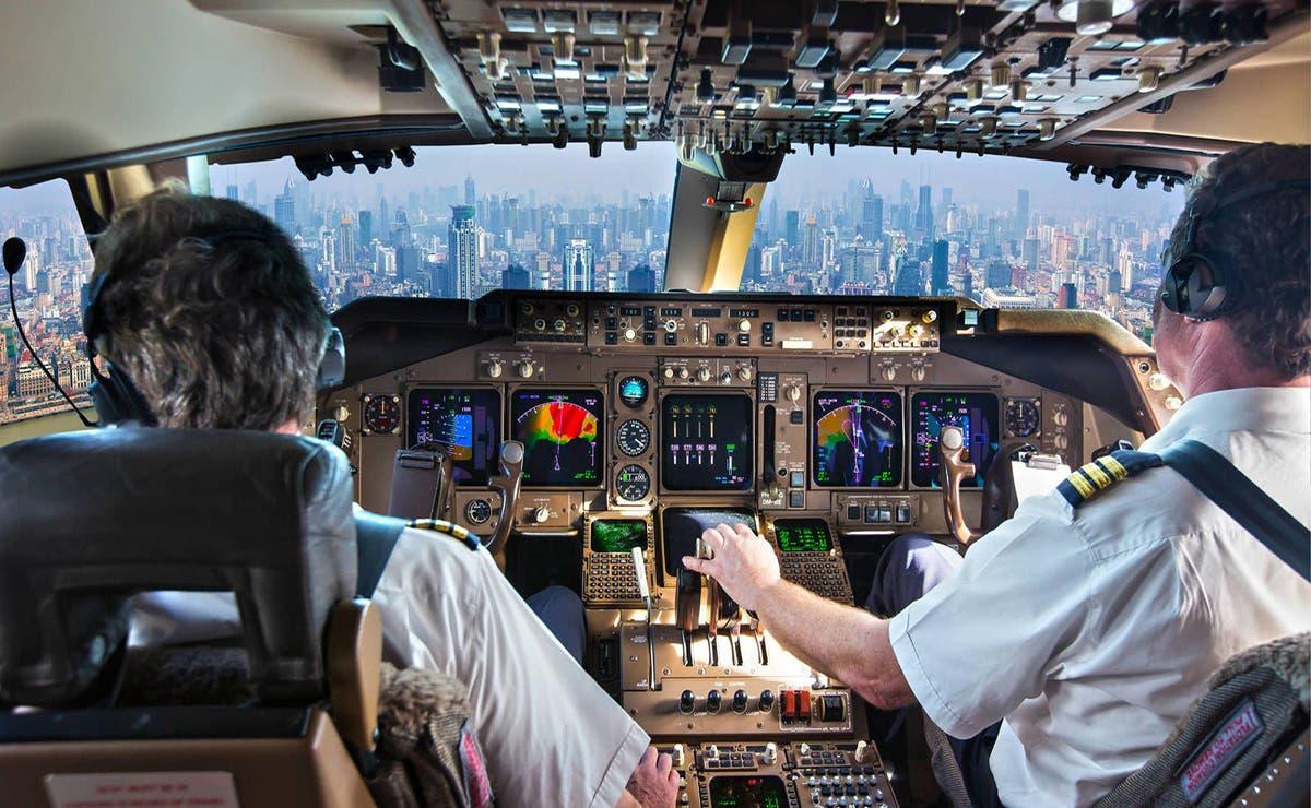 ¡Cuidado gato a bordo! Resulta que un avión de pasajero procedente de Jartum, tuvo un aterrizaje de emergencia por culpa de un michi.