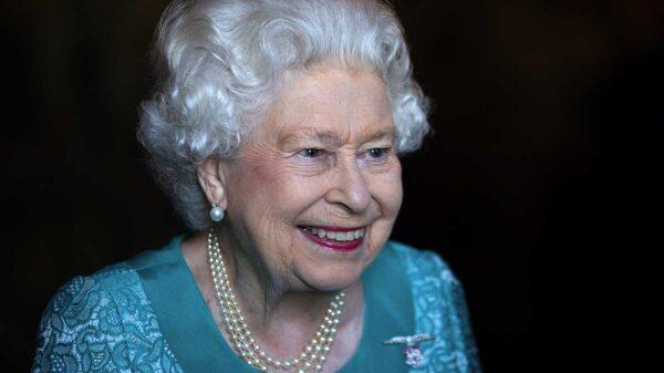 La Reina Isabel II fallece: MhoniVidente, predice más tragedia en la familia real británica