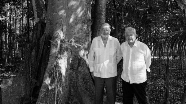 El presidente López Obrador y Carlos Slim evalúan avances del Tren Maya.