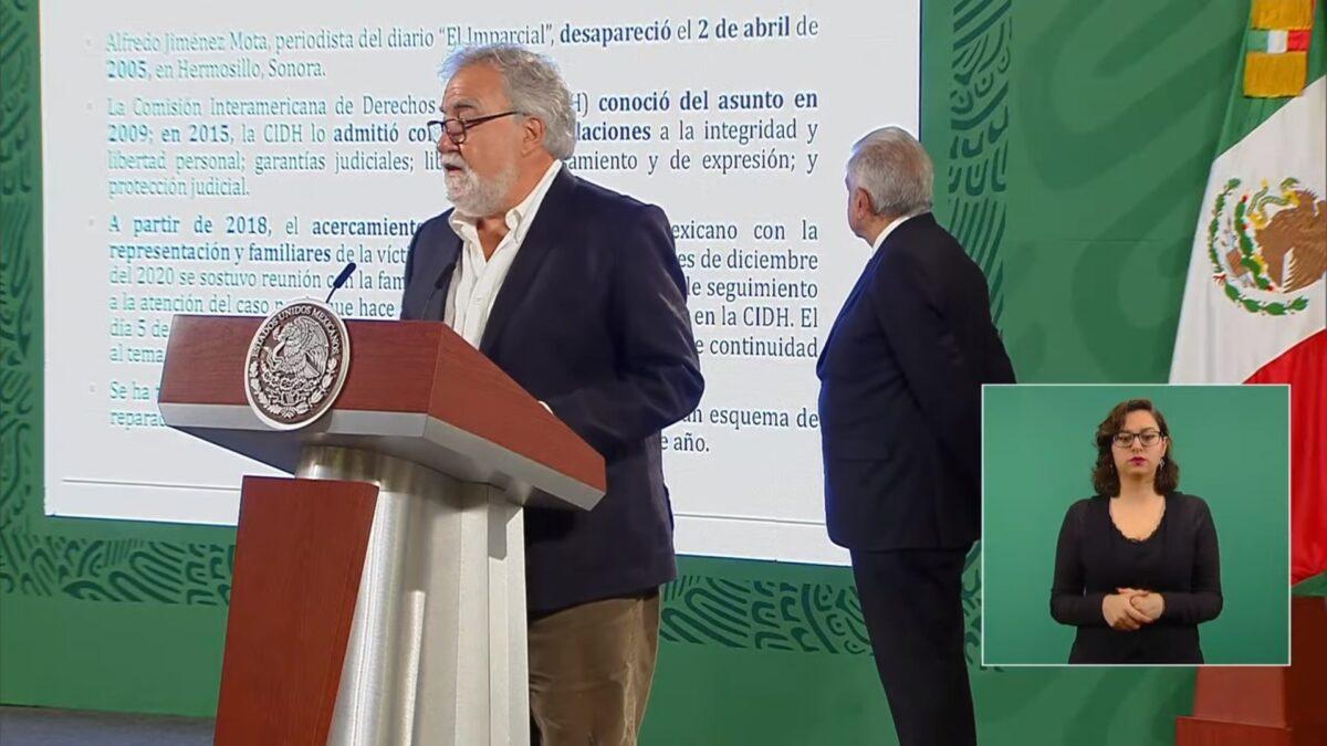 Alejandro Encinas, subsecretario de Derechos Humanos, Población y Migración de la Secretaría de Gobernación, durante la mañanera de hoy.