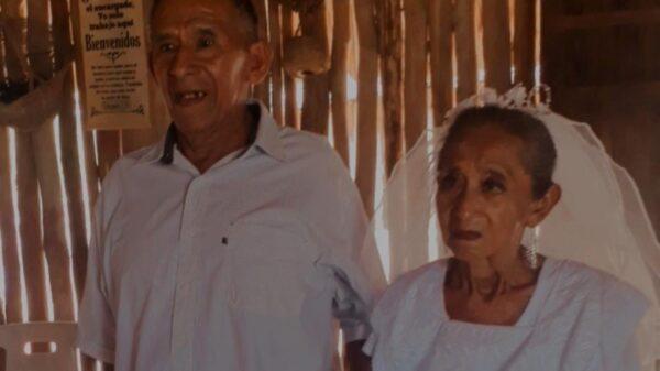 Kaua: Pareja de la tercera edad se hace viral al casarse tras 30 años de relación