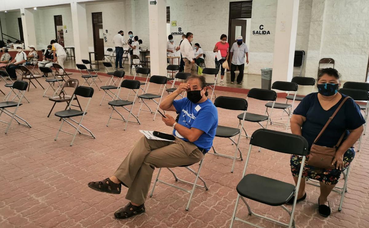Acuden abuelitos de Cancún a vacunarse contra el covid-19 en el último día