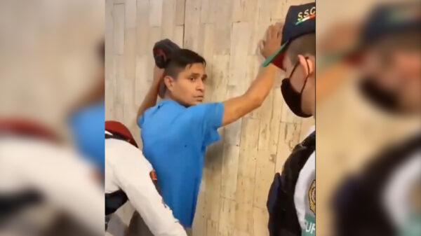 Video: Someten policías a agresor de homosexuales en el metro