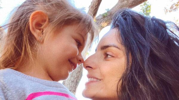 Aislinn Derbez y su hija Kailani se une contra el maltrato infantil