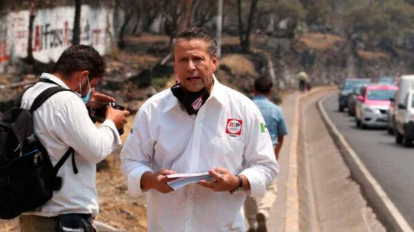 Alfredo Adame arma altercado con automovilistas en inició de campaña