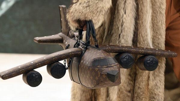 """Louis Vuitton lanza """"bolso-avión"""" mas caro que uno real"""