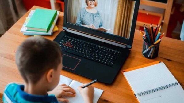Tips para ayudar a tus hijos con las clases en línea