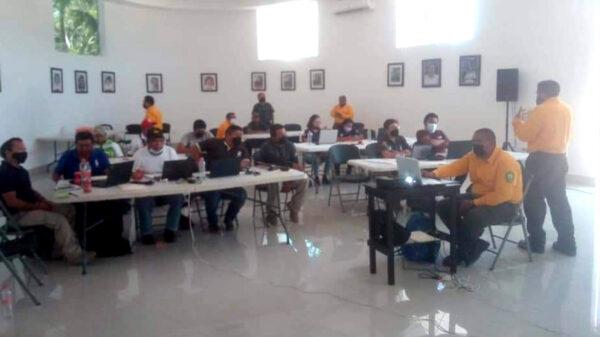 Capacitan a personal de protección civil de Lazaro Cárdenas