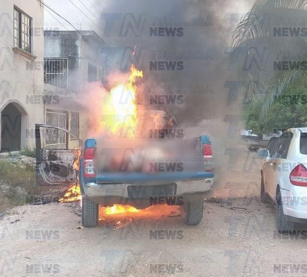 En la batea de una camioneta Toyota se localizó el cuerpo de un hombre de complexión robusta.