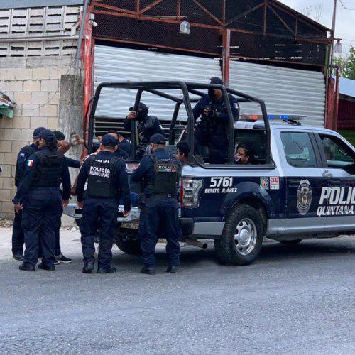 Cinco personas fueron detenidas, entre ellos tres hombres y dos mujeres.