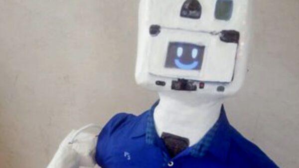 Joven yucateco crea robot que ayuda a prevenir casos positivos de Covid-19