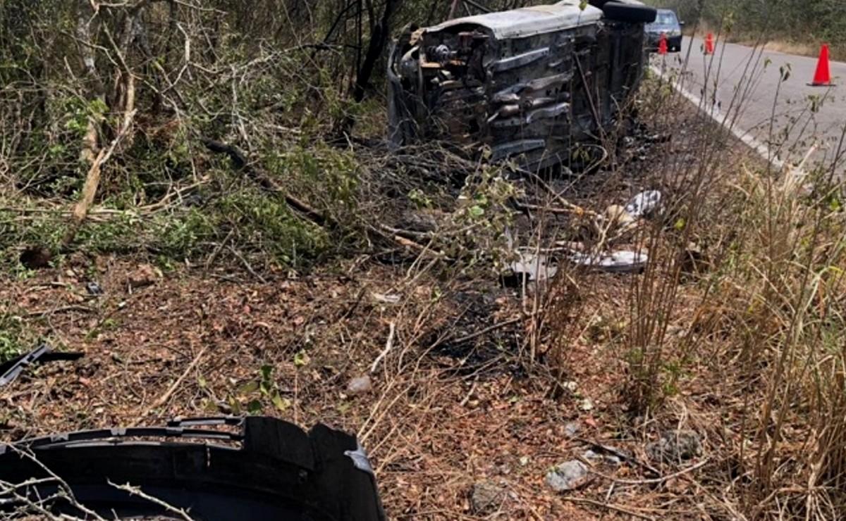 Se incendia vehículo tras volcar en la carretera Sinanché-San Crisanto