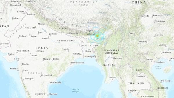 Brutal sismo de 6.2 grados sacude a la India