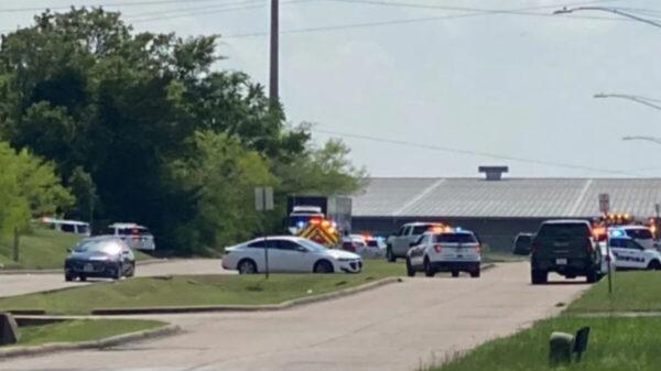 Reportan un muerto y varias personas heridas tras tiroteo en Texas