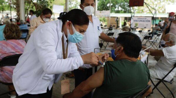 Se aplican más de 600 vacunas contra el Covid-19 en Mérida