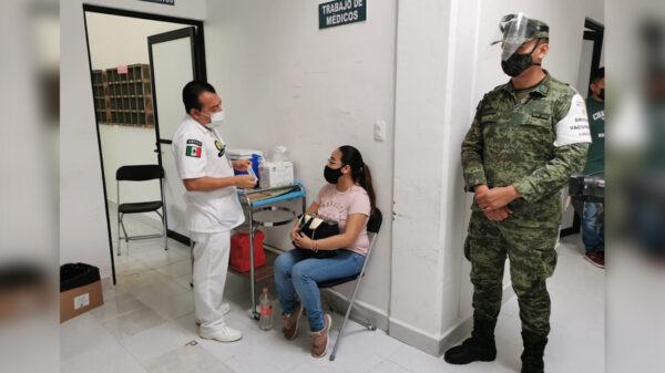 Médicos particulares de Quintana Roo reciben la vacuna contra el covid-19