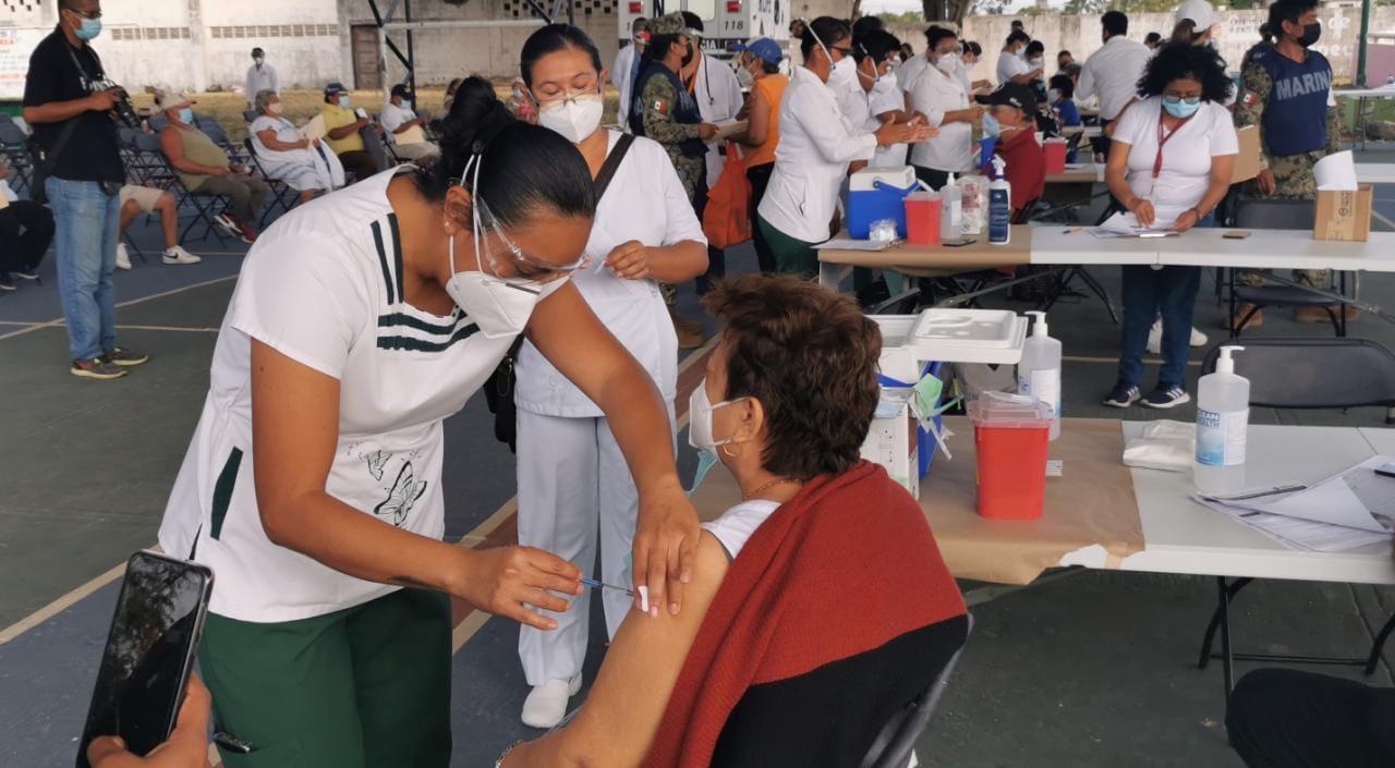 Vacunan contra Covid-19 a abuelitos de Fundación Ciudad de la Alegría.