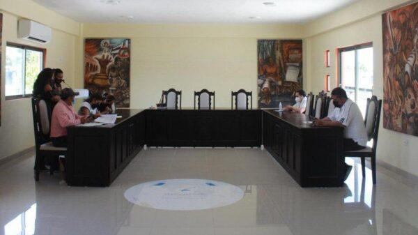 Tesorero y oficial mayor rehúyen a rendir cuentas ante el Cabildo de Felipe Carrillo Puerto.