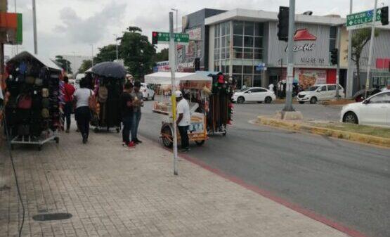 Preocupa aumento del ambulantaje en Playa del Carmen.