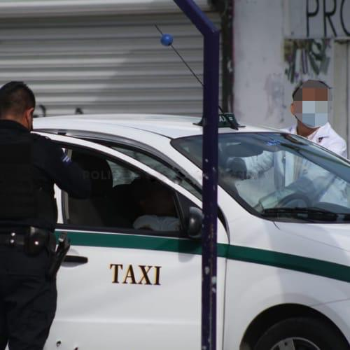 Balean a un taxista de Cancún en la zona de El Crucero (VIDEO); la víctima de la unidad 3550 recibió al menos seis impactos.