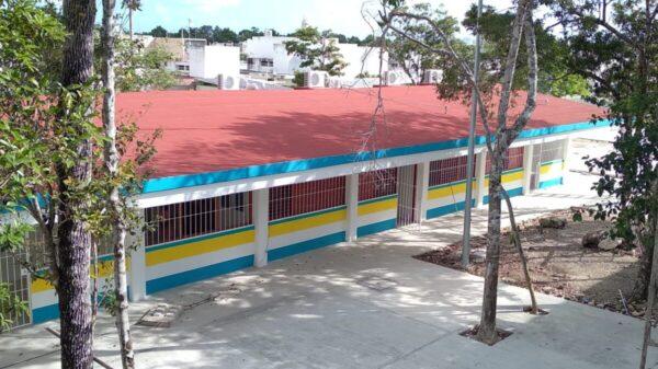 Necesitarían vacunarse 17 mil maestros antes de volver a las aulas en Quintana Roo.