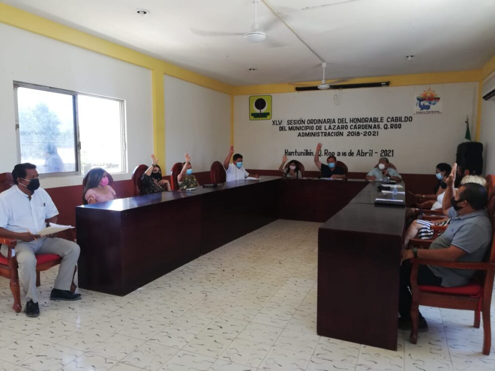 Aprueba Cabildo licencia a Nivardo Mena, presidente municipal de Lázaro Cárdenas.