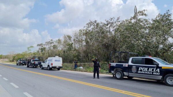 Hallan el cadáver de un joven en el libramiento de Cancún.