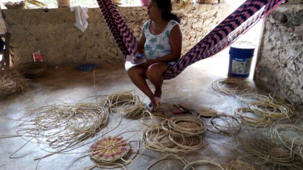Mujeres artesanas mayas piden reactivar la economía de sus comunidades.