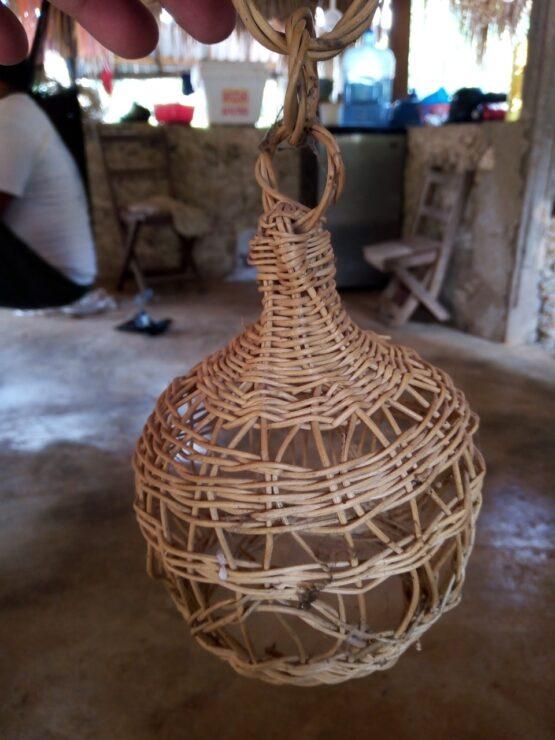 Mujeres artesanas mayas piden reactivar la economía de sus comunidades; la cestería con bejuco es una de las actividades más afectadas.