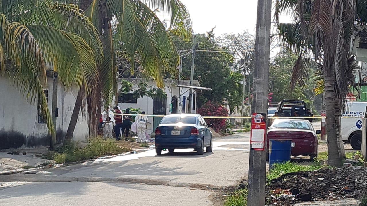 Hallan dos cuerpos calcinados en una camioneta en la delegación Alfredo V. Bonfil (VIDEO); desde anoche se reportaron balaceras en la zona.