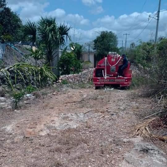 En Lázaro Cárdenas surten con el vital líquido a las familias El Tintal; por cuestiones técnicas el agua no llega con la presión suficiente.