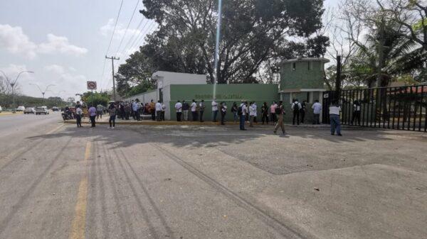 Cancún: Trabajadores de la Salud se dicen contentos por vacunarse contra Covid.