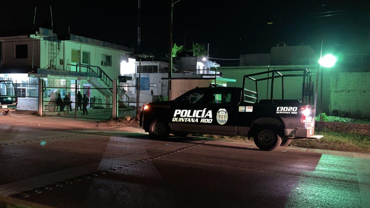 Cuerda de reos del Cereso de Chetumal a la cárcel de Cancún.