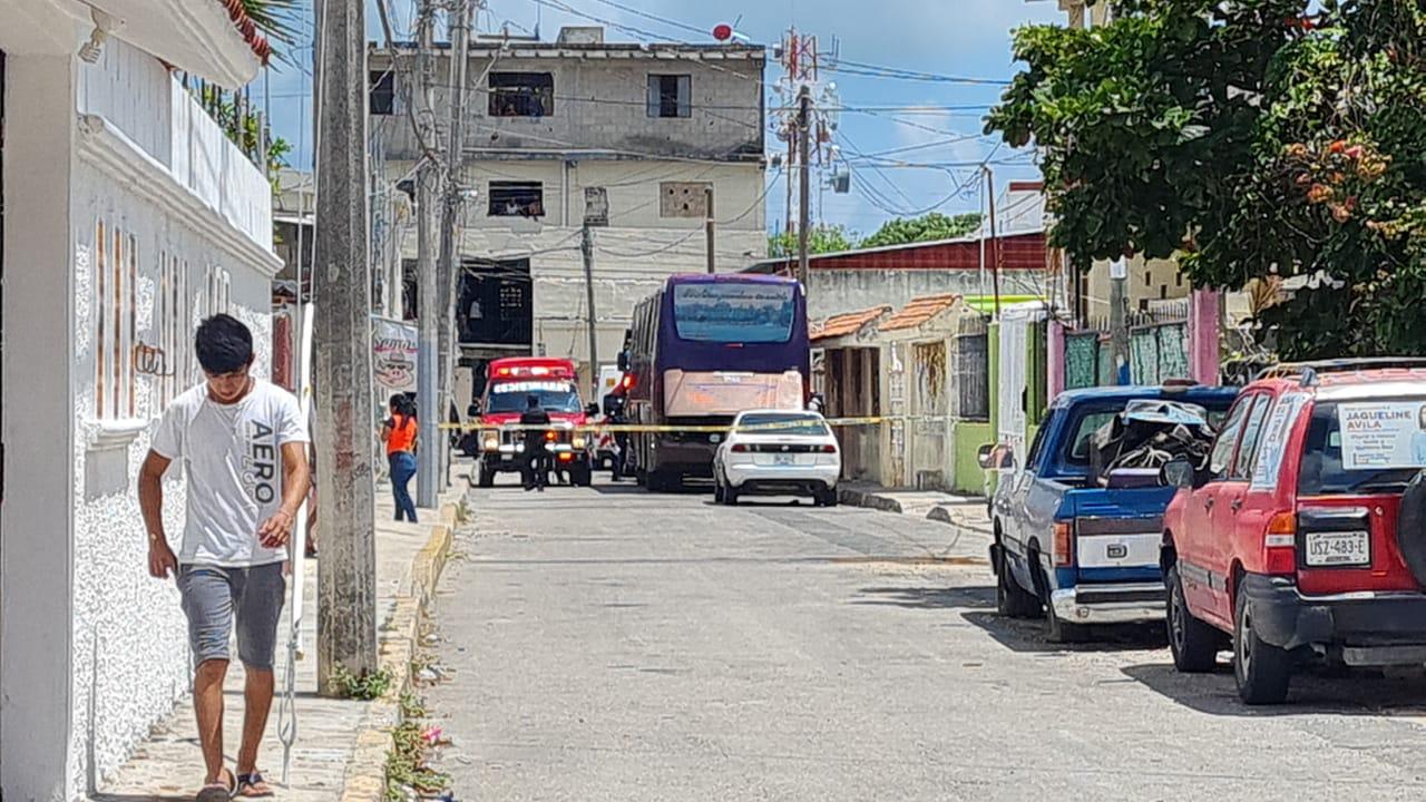 Cancún: Cuatro personas baleadas en presunta casa de citas en la Supermanzana 67.