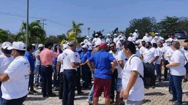 Protestan taxistas de Playa del Carmen por elección amañada en su sindicato.