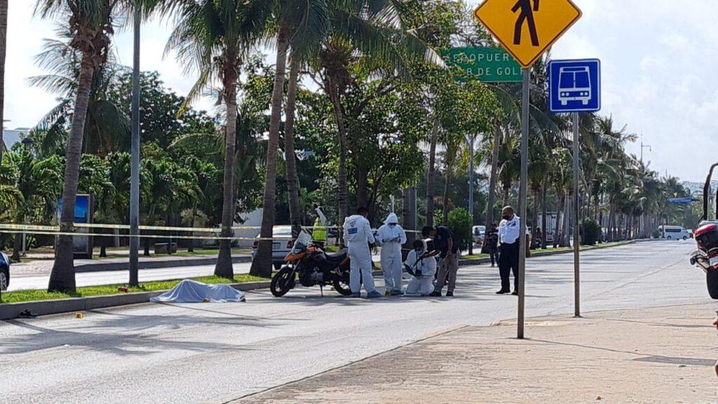 Impacta camión a motociclista y pierde la vida en la Zona Hotelera de Cancún