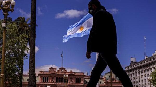 Argentina impondrá nuevas medidas tras registrar un récord de contagios